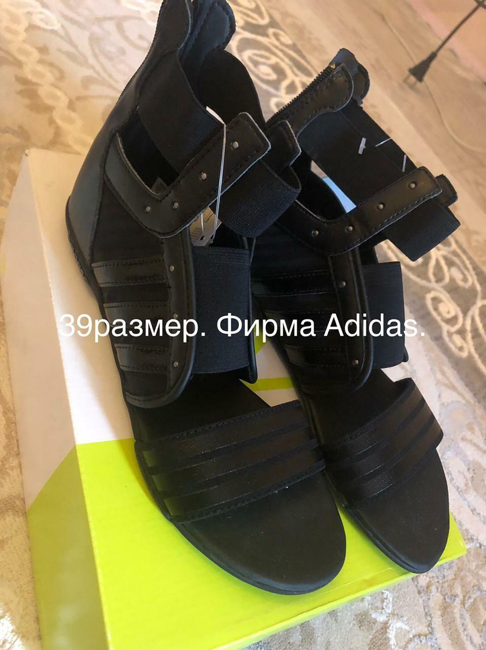 Женские обуви разные
