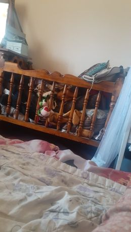 Кровати детские одна деревянная качалка а другая пластиковая