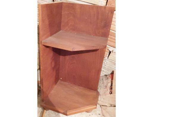 продавам 2 ъглови шкафа 34 см ширина х 28 см ширина х 66 см височина