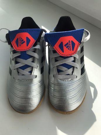 Продам обувь для футбола/ бутсы adidas
