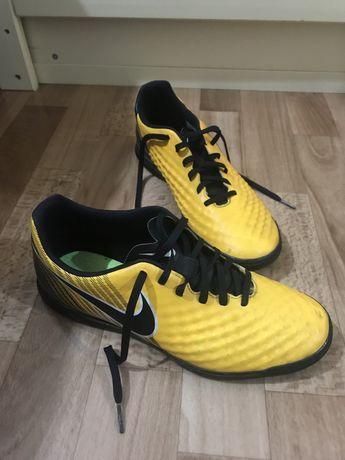 Кроссовки Nike Сороконожки