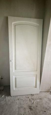 2 двери деревянные