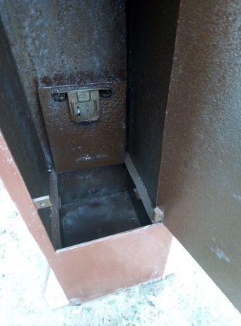 Продам сейф железо 4 мм
