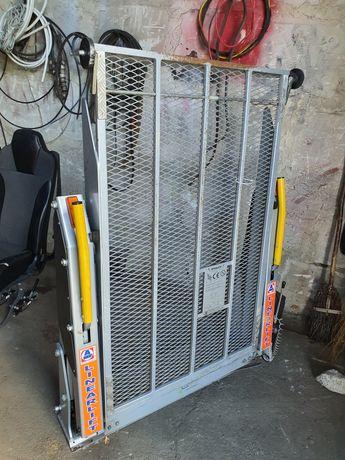 Rampă ( lift ) pentru microbuze, pentru acces persoane cu dizabilități