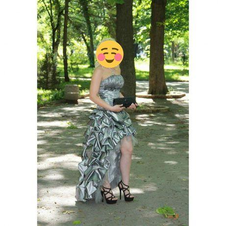 Абитуриентска рокля - много запазена. Сребриста