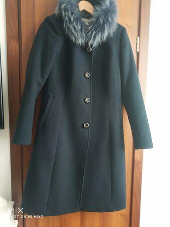 Vând palton bleumarin, mărime 40 , ușor cambrat, blana sintetica