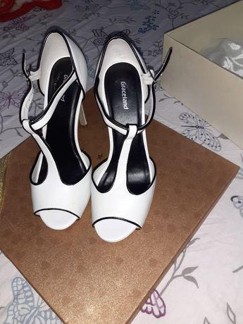 Pantofi/ Sandale albe de mireasa mas. 37