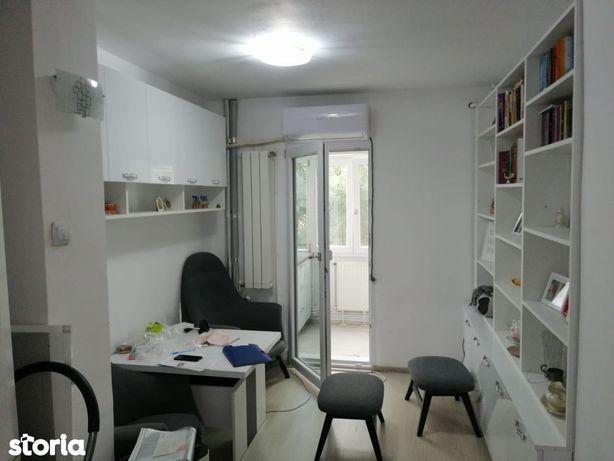 Decomandat , doua camere , etajul 3/4 , zona Rovine.