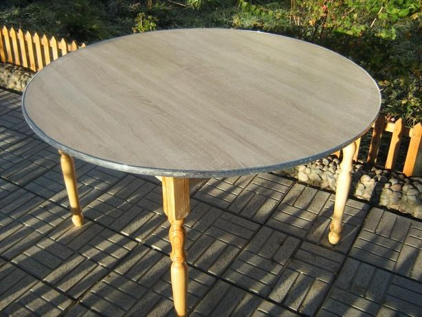 продам стол круглый.