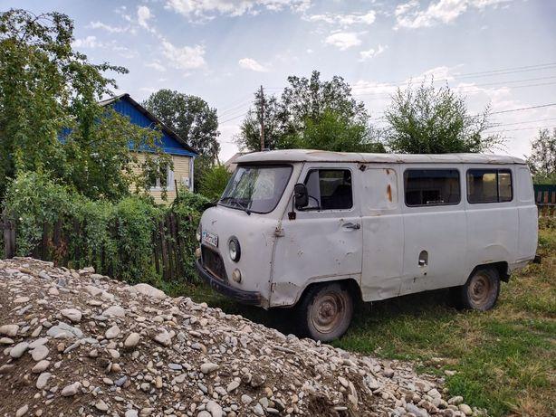 Машина Уаз буханка