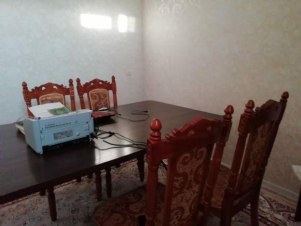 Мебель стол и стулья