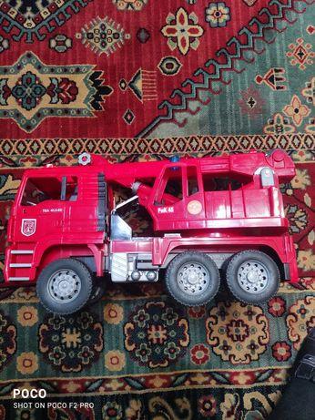 Большая игрушка Bruder Кран пожарный