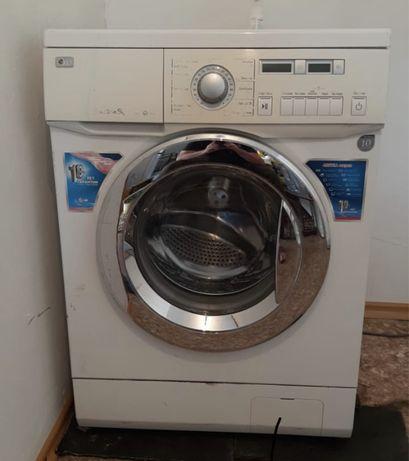 Продам стиральную машину в отличном состоянии .