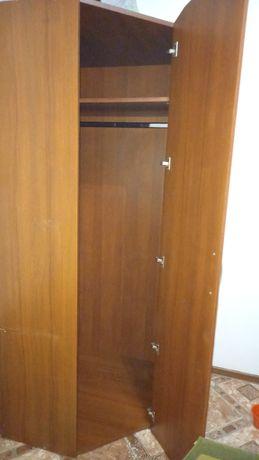 Шкаф угловой  сполкой и вешолкой