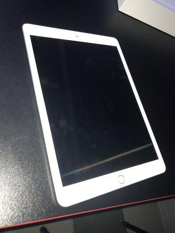 СРОЧНО !!! Продаётся iPad 8-го поколения с ручкой pencil