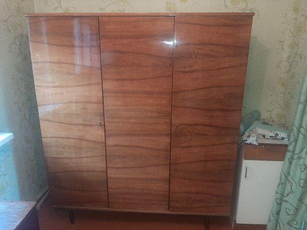 Продам совецкий шкаф в идеальном состоянии