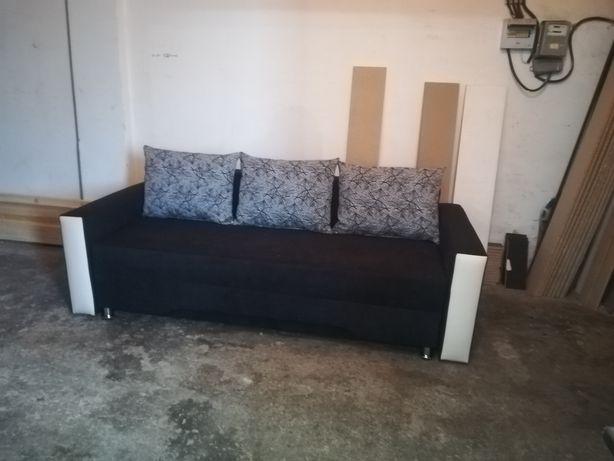 Canapele extensibile 3 locuri cu spațiu de depozitare.