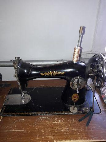 Продам отличную швейную  машинку