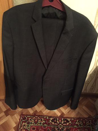 Срочно продаи костюм турецкого производства