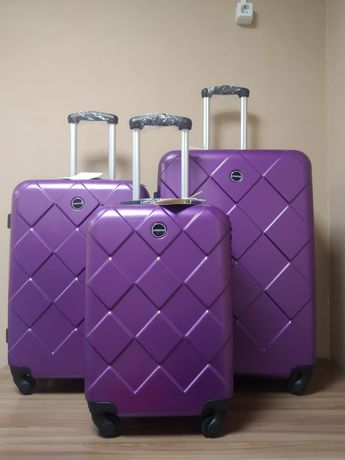 Продается Распродажа по низкой цене чемоданы!!!