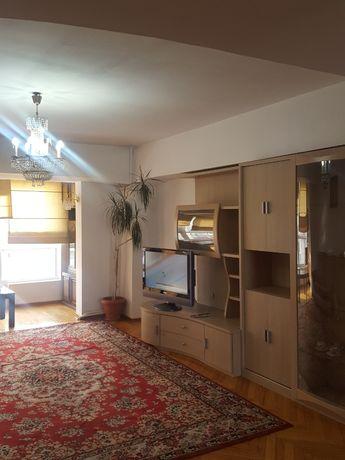 Рядом с гостиницей Казахстан 3-комнатная  посуточно