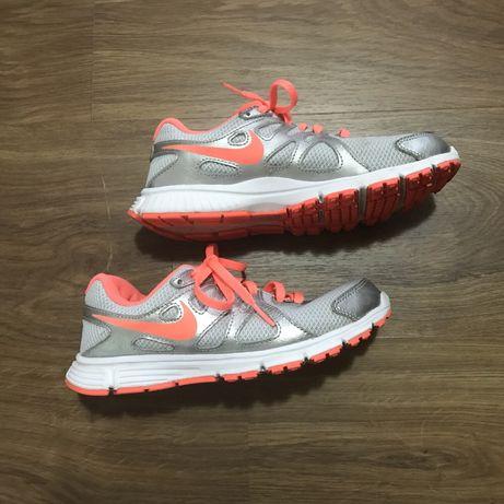 Маратонки 35,5 номер Nike Revolution