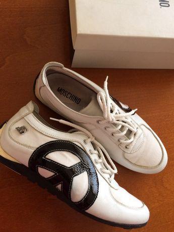 Обувки Moschino
