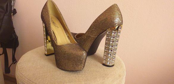 Обувки на висок ток