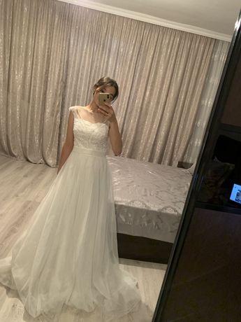 Продам легкое, изящное свадебное платье