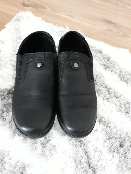 Детски официални обувки,и дамски ботуши N36 цена 35лв,малки N25