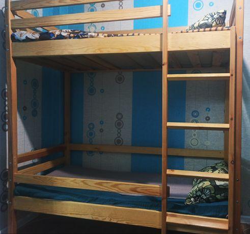 Продаётся двухъярусная кровать с матрасами