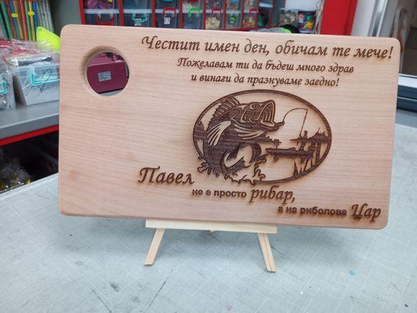 Лазерно гравиране на дървени плоскости, дъски за рязане, бирен картон