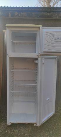 Холодильник б/у техника для кухни