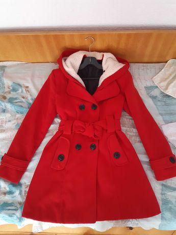 Червено зимно палто