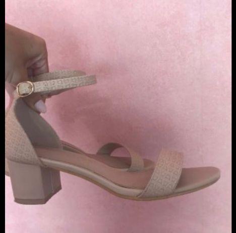 Tendenz Обувки с ток
