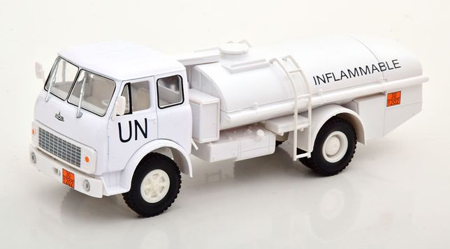 Macheta MAZ TZA-7,5-5334 camion cisterna 1990 ONU - Nash Avtoprom 1/43