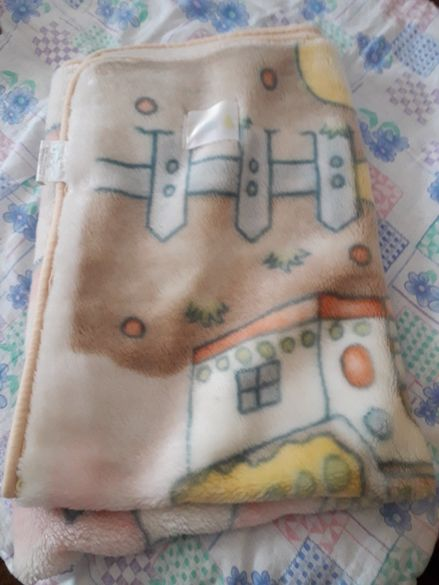 Одеялце с цип и копчета става за повиване на детето
