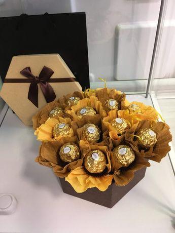 Луксозен букет от бонбони Фереро Рошер