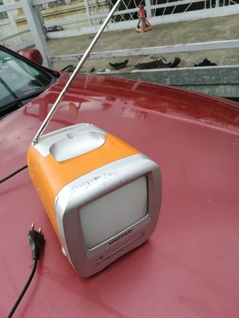Vând TV portabil, alb-negru vintage