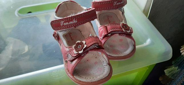 Продам сандалики для малыша