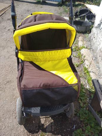 Продам коляску можно и для мальчика и для девочки сочного яркого цвета