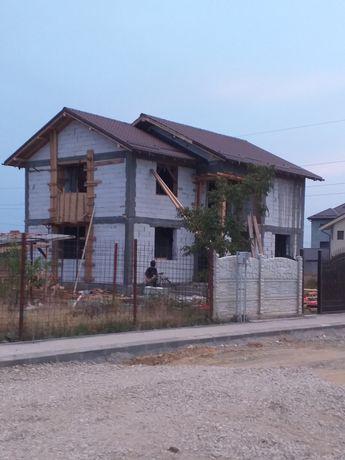 Constructii case la roșu