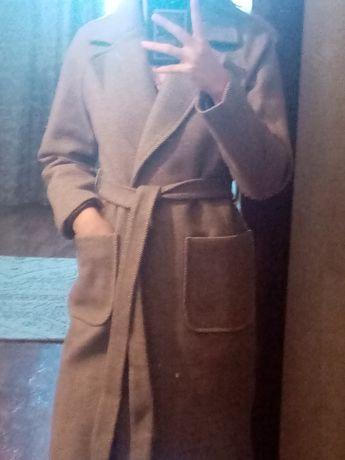 Пальто.        .
