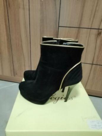 Дамски обувки 15лв.