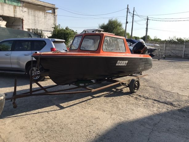 Vand barca semicabinata reconditionata cu motor Suzuki 90Cp + peridoc