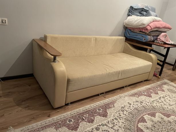 Продам срочно диван состояние идеальное