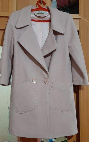 Продам весенные пальто