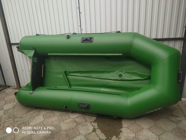 Продам лодку, практически новая