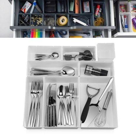 Модулен органайзер за чекмедже и подредени съдове и инструменти