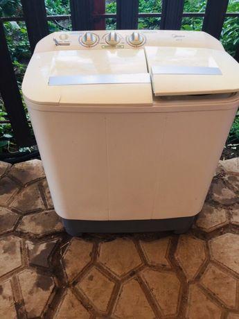 Продам машинку стиральную машинку полу автомат